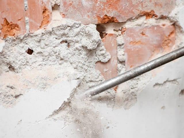 Het verwijderen van oud stucwerk behoort ook tot de opties